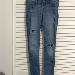 Hollister Distressed Stonewashed Jeans 3R